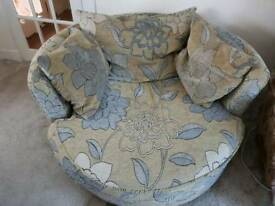 Swivel cuddle chair