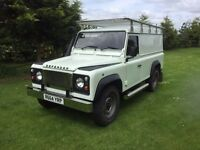 Land rover Defender 300 TDI, MOT OCT 2017,Immobilizer,Resprayed in pearlesant white.