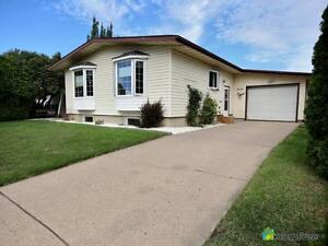 $379,900 - Bungalow for sale in Rundle Heights