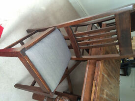 FOR SALE: Dining Table + 4 Oak Chairs (table has two extending leaves to seat 6)