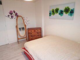 LUXURY DOUBLE BEDROOM IN OLDHAM