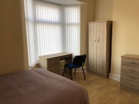 Newly-built double room in 4 Bedroom House, L4