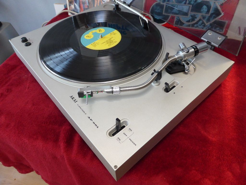 Akai AP 001C 2 Speed Belt Drive Turntable Record Player With Manual