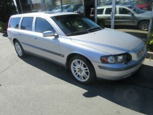 2004 Volvo V70 2.5T WITH LEATHER, ALLOYS, & SPOILER