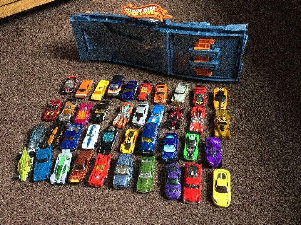 Hot wheels racing track and hot wheels car bundle
