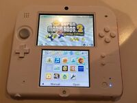 Nintendo 2DS Red / White with New Super Mario Bros 2 game like new condition