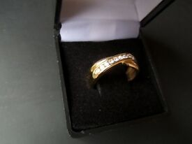 Engagement Ring - 11 Diamonds 0.25ct set in 18ct Gold. Double band effect - size O (just cleaned)