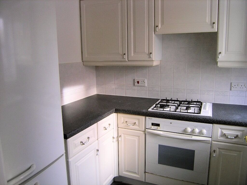 AVAILABLE 2 Bed Semi-Detached in Hadleigh Close, Raynes Park, SW20!!