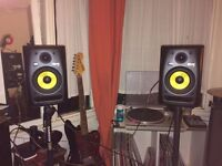 Pair of KRK ROKIT 5 G2 active monitors / speakers with stands