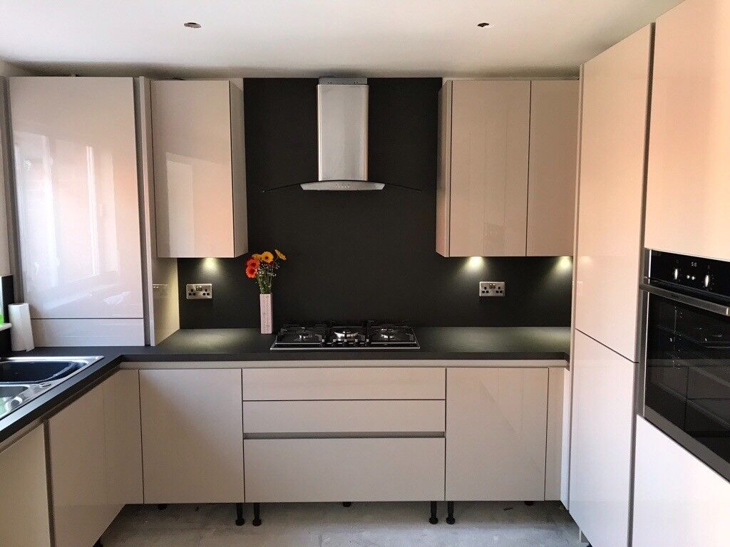 New Wren Kitchen Worktops Super Silk Bronze 2x Four Metre Lengths In Bonnyrigg Midlothian