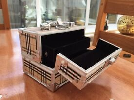 Pretty Jewellery Storage Box - Lockable