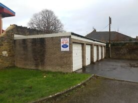 GARAGES AVAILABLE NOW!!: Bremilham Rise Malmesbury Wiltshire SN16 0DH