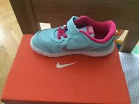 Nike Girl Trainer 9.5 or 27