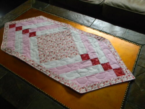 Quilted Table Runner, Red & Pink Hearts with gold glitter. Hand made 1 of a kind