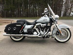 2011 Harley-Davidson® FLHRC103 - Road King Classic