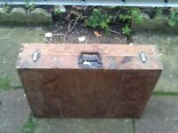 OLD STYLE JOINERS BOX PLUS 8 HAND TOOLS & OIL CAN
