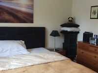 2 bed apartment, double, close to Hospital, Airport, public transport and amenities.