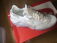Nike huaraches white uk size 10