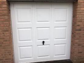 2 electric garage doors (2115mm X 2140)