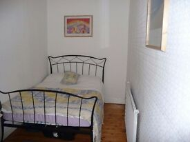 Double Room available in December in shared Newington Apartment (17)