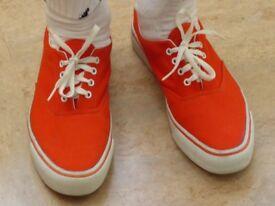 Gents canvas shoes size 9
