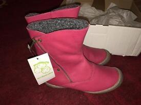 Brand new girls vertbaudet boots size 4