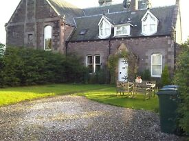 2 Bedroom Cottage With Gated Off-Street Parking & Private Garden to Rent in Crieff, Perthshire