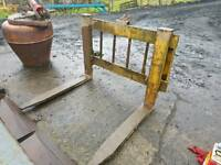 Heavy duty forklift pallet forks with backplate fitted for tractor telehandler etc