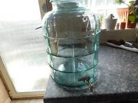 WINE/BEVERAGE STORAGE JAR HEAVY GLASS BRAND NEW 11 LITRES WITH TAP