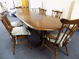 Traditional Dark Oak extending dining table and 6 fiddleback chairs