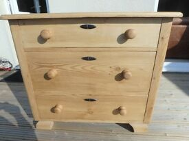 CHEST OF DRAWERS - OLD PINE