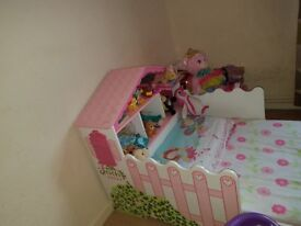Beautiful girl's single bed for sale