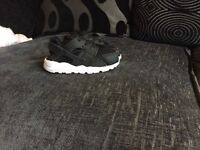 Black Huaraches 6.5