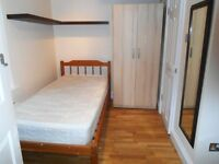 GOOD VALUE COMPACT MODERN STUDIO NEAR ZONE 2 NIGHT TUBE, 24 HOUR BUSES & SHOPS