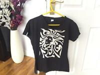 surf style graphic black tee (M)