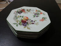 6 peice set of Fresh Fruits by Johnson brothers dinner plates as new
