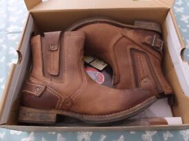 Caterpillar size 7 Mens Leather boots
