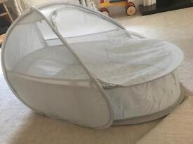 Pop up travel cot/bassinette