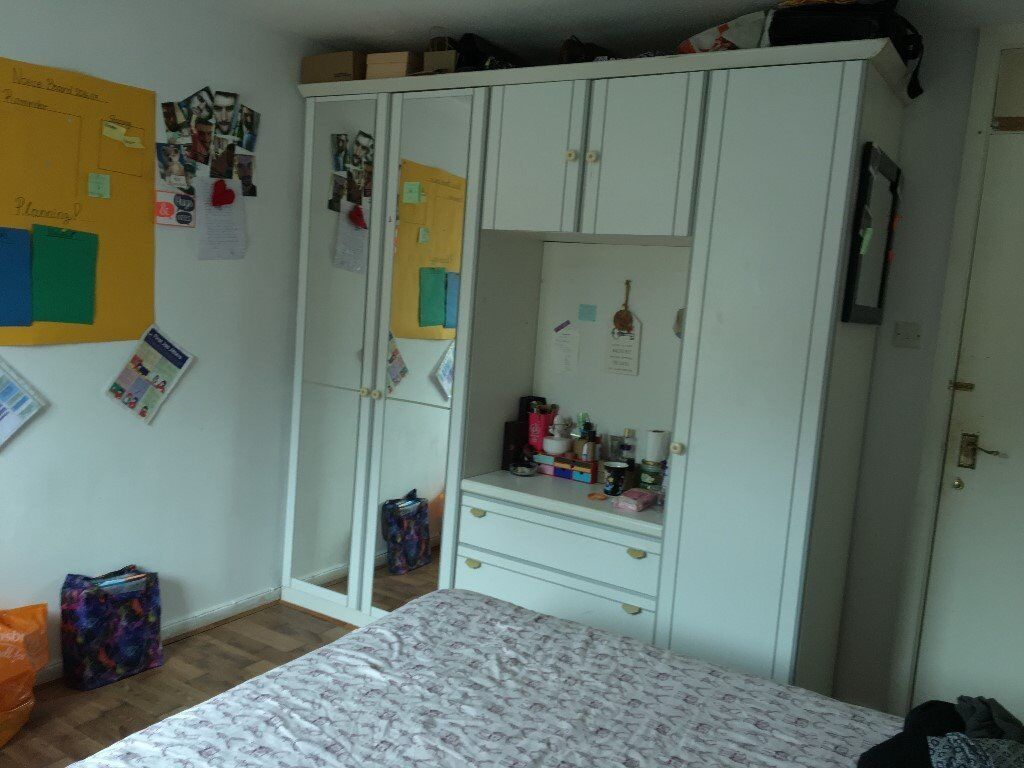 Nice double room from mid November, close to shops, buses to city centre, universities and hospitals