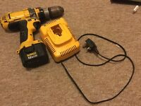 Dewalt 12 v drill comes with charger / battery