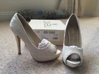 Wedding shoes / Ivory lace style shoes / worn once
