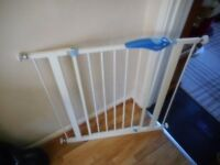 white lindam pressure fix stair gate with fittings
