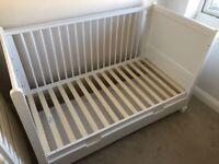 Luxury Hampton white cot bed