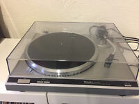 Technics SL-Q2 DIRECT DRIVE TURNTABLE IN excellent condition with original cart