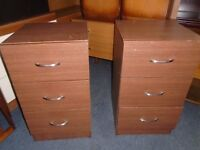 2 bedside cabinets/tables.