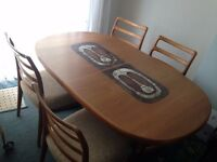 For sale,dining room table and chairs.