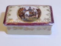 Antique porcelain trinket box scene on the top bataille d'Iéna