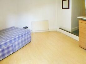 SELF CONTAINED STUDIO in the heart of KINGS CROSS, wood floors a semi separate kitchen diner