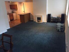 Large one bedroom flat Paddock (part-furnished)
