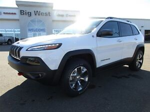 2016 Jeep Cherokee Trailhawk V6 heated leather / sunroof / nav /